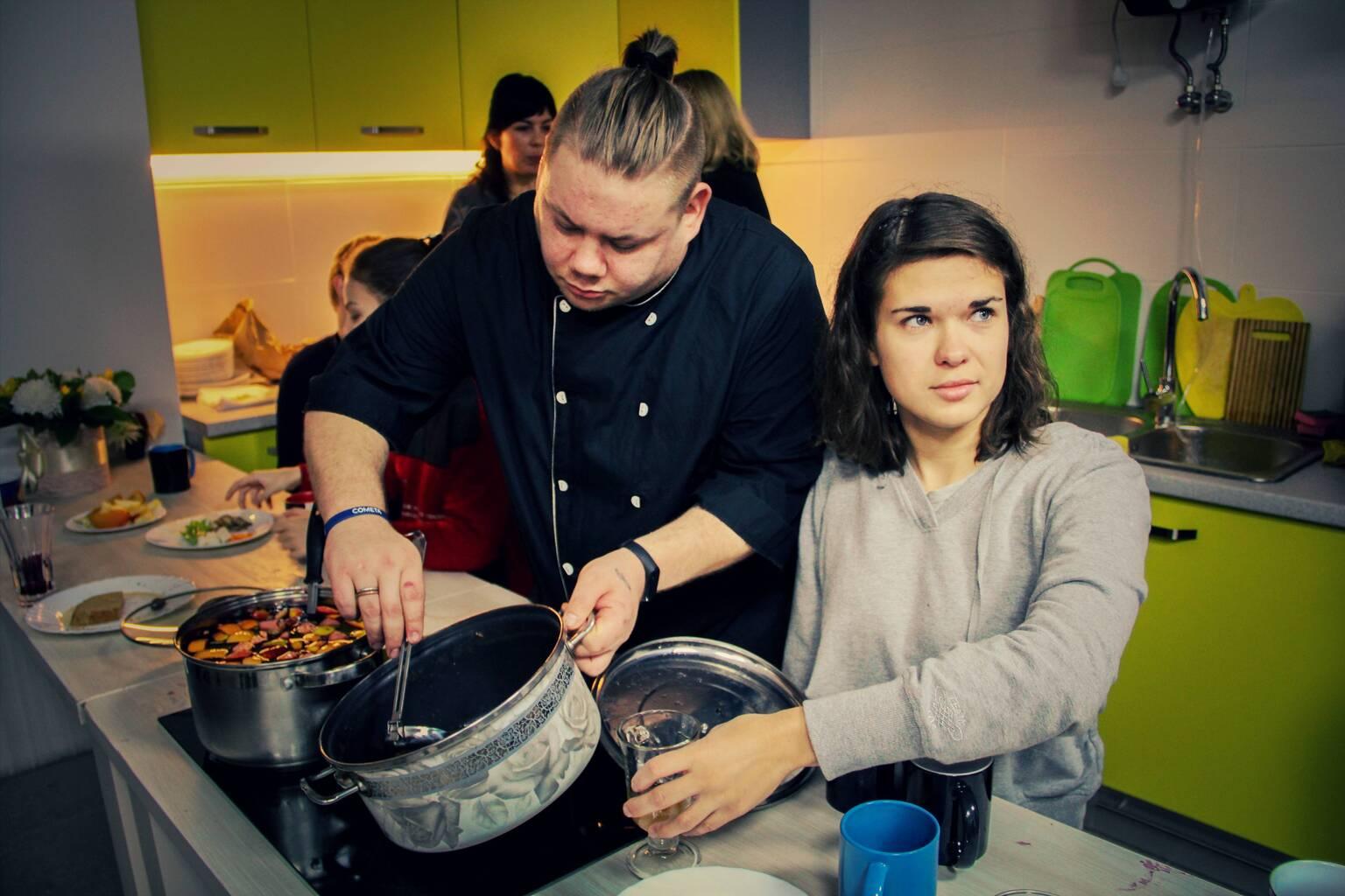В Хабе состоялся кулинарный мастер-класс для молодых людей с инвалидностью.